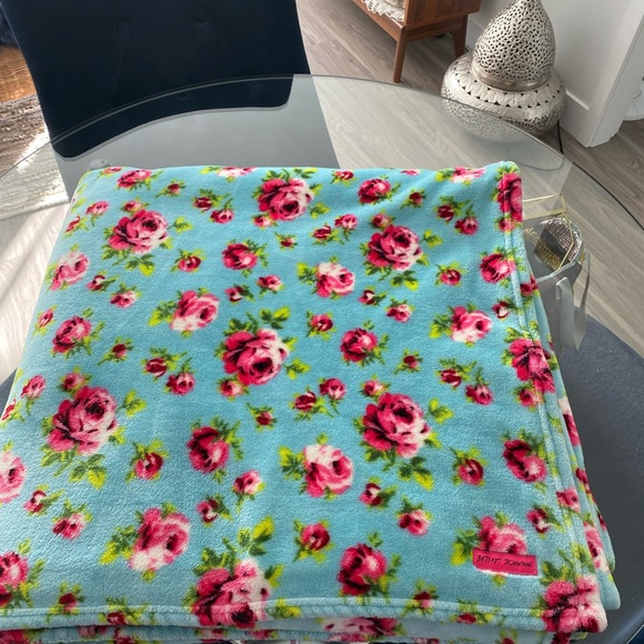 Betsey Johnson king size blanket